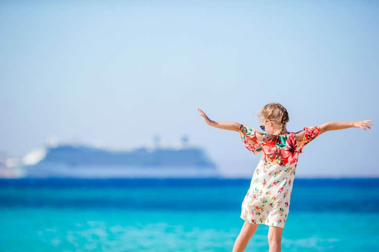 girl dreaming of a cruise