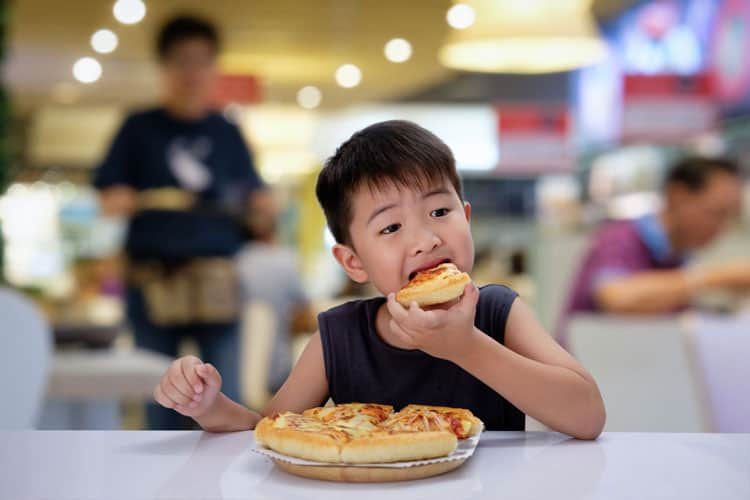 child eating pizza in napa valley
