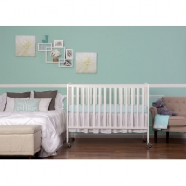 Full-size Crib with Linens (Dream on Me Brand)