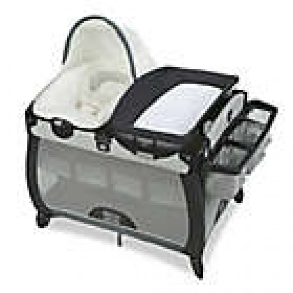 Deluxe Pack'n Play with Bassinet & Changing Pad