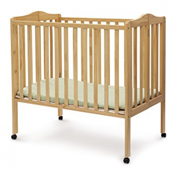 Condo crib with linens