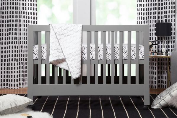 Full size crib w/linens