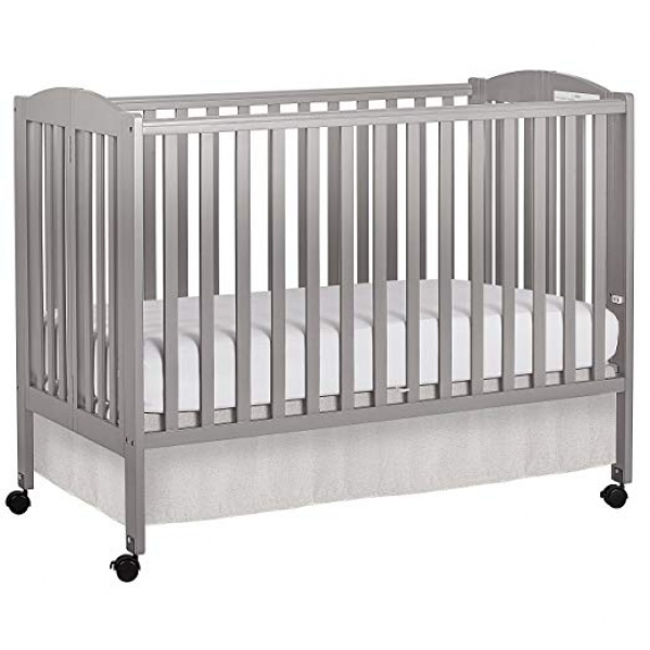Full-size Crib with 2 sets of Organic Bed Linens